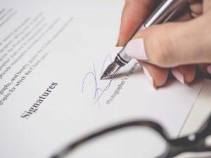 収入印紙って何?収入印紙が必要な文書から購入場所や使い方まで解説