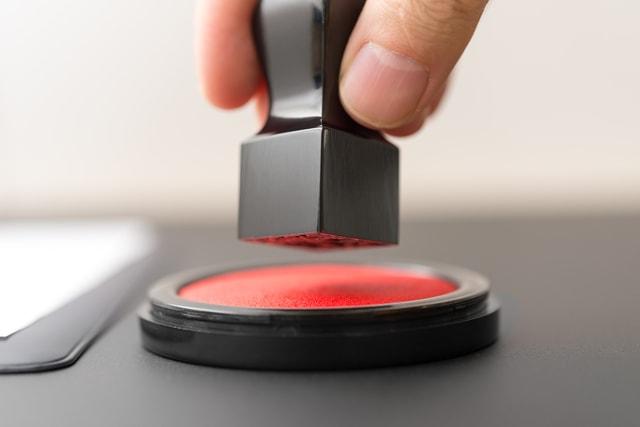 電子契約書に角印は必要?印影を電子化する法的意義とリスク