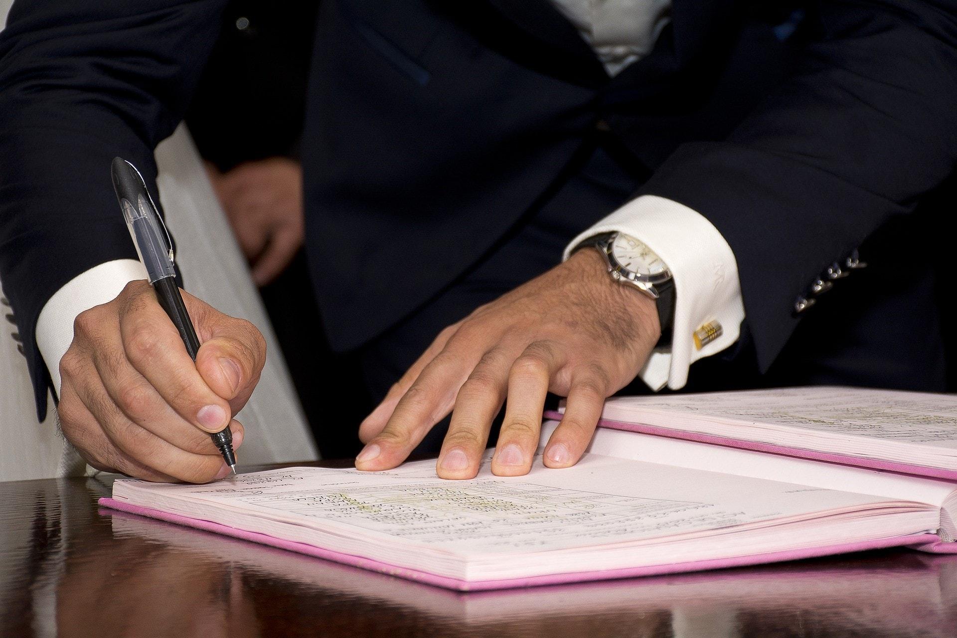 個人事業主が電子契約書を導入する際のポイントと注意点を紹介