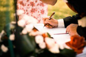 契約書に割印をする意味や運用で注意すべき点を徹底解説
