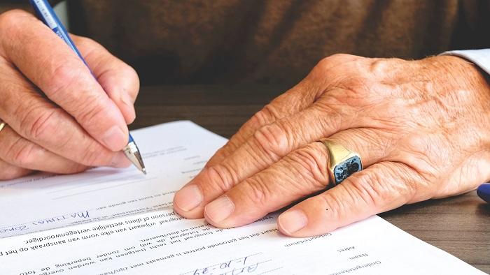 電子契約書導入が進む保険業界。電子化のメリットについて