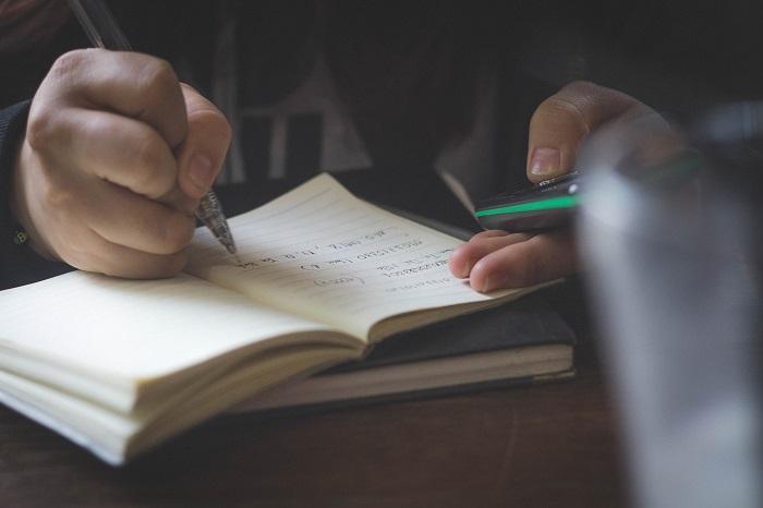 契約書の連名の書きかたとメリット、デメリットを解説