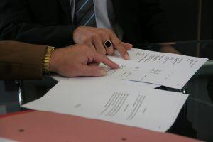 契約書における合意管轄条項とは?記載方法や注意点について説明