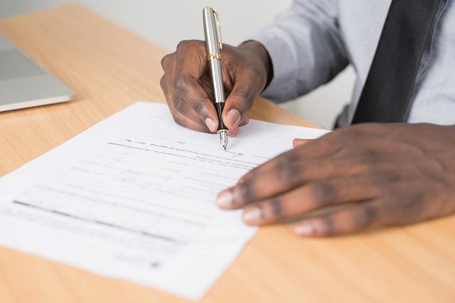 契約書に代表者以外が押印しても有効?代表者変更の扱いも解説