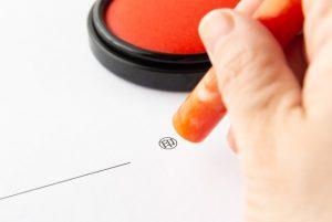 請負契約書に収入印紙は必要?消印(割印)の仕方も確認しよう