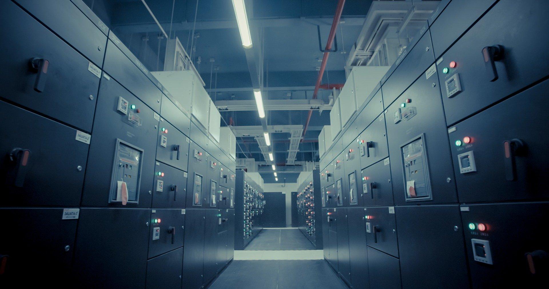 データセンターとは?クラウドとの違いと役割を紹介